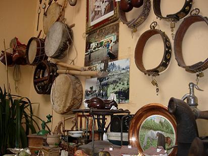 Rincón artesanal de la casa de Juanito en Santidad